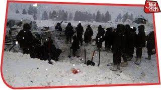 कश्मीर में बर्फीले तूफ़ान में फंसी पुलिस टीम - AAJTAKTV