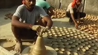 60 potter families busy making 2 lakh lamps to celebrate Diwali with CM Yogi - TIMESOFINDIACHANNEL