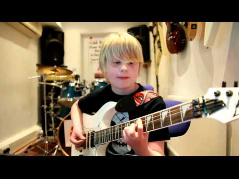 9 year 'Feedback' guitarist Alexander Harris plays Basket Case by Green Day