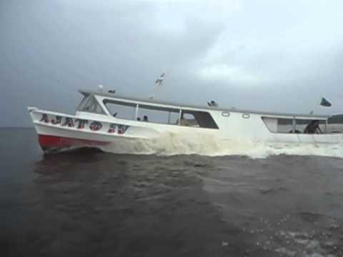 O barco de madeira mais veloz do Amazonas
