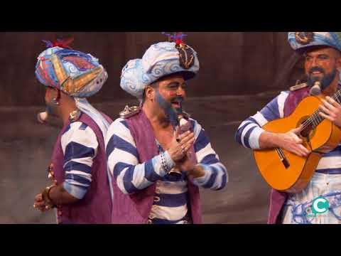 Sesión de Preliminares, la agrupación Los Geni de Cadi actúa hoy en la modalidad de Chirigotas.