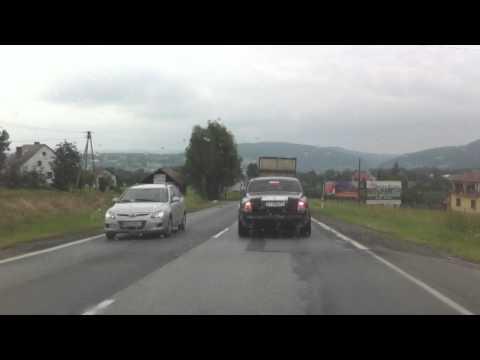 Rolls Royce na drodze do Nowego Sącza. To juz nie jest siedlisko galicyjskiej biedy