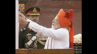 #जश्नएआजादी : PM Modi unfurls Indian Flag at Red Fort - ABPNEWSTV