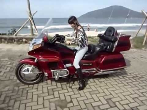 Mulheres pilotando moto - Honda Gold Wing Ubatuba Mariah Fernandes - 2014