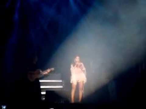 Mi corazón ya te olvidó Nicole Pillman en vivo en el concierto de Ha Ash