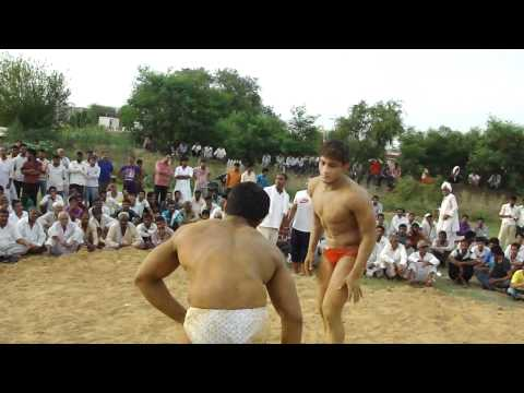 Jeetu pahalwan (guru shyamlal in white )Vs Mandeep guru Hanunma in red