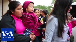 From Texas Border, a Close Up View of Migrant Family Separation - VOAVIDEO