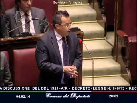 Decreto Svuota carceri, il leghista <b>Buonanno</b> sventola le <b>manette</b>