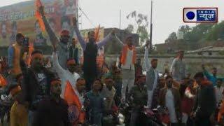 Agra: BJYM कार्यकर्ताओं का हंगामा, सरेआम लहराई लाठी, डंडे और तलवारें - ITVNEWSINDIA