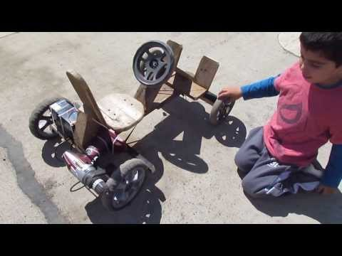 Auto a batería de madera para niño utilizando un taladro inalambrico de 12v - en acción