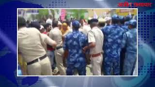 video : मंत्री आवास का घेराव करने जा रहे सफाई कर्मियों व पुलिस के बीच धक्कामुक्की