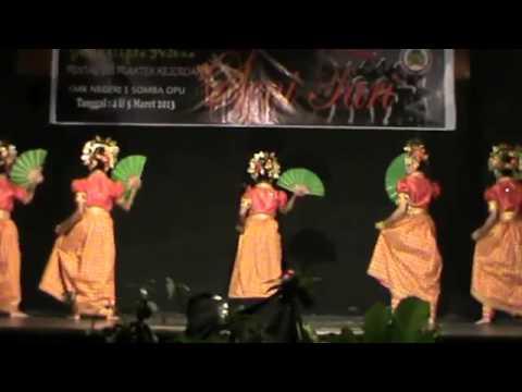 TARI PATTUDU   Tari Tradisional Sulawesi Barat