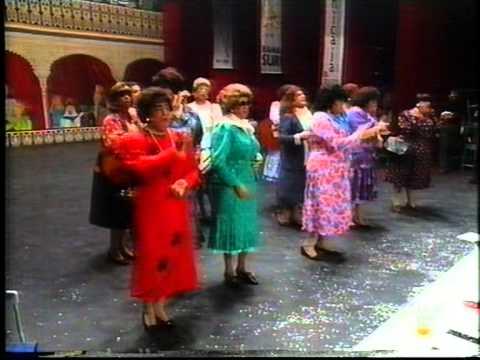 Sesión de Final, la agrupación Las marujas actúa hoy en la modalidad de Chirigotas.