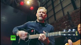 Peter Schmeichel checks out Ekaterinburg but first some Oasis! - RUSSIATODAY