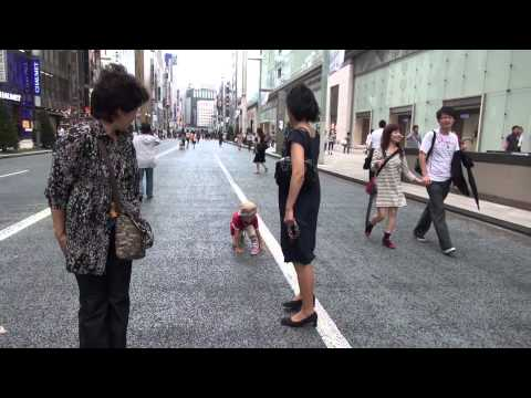 Crouch start and running in Ginza Pedestrian precinct (Japan Tourism)