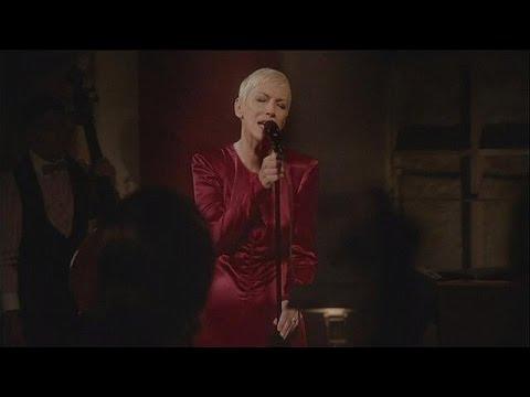 Annie Lennox releases nostalgic new album - le mag