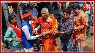 Swami Agnivesh चढ़े बेकाबू भीड़ के हत्थे | क्रांतिकारी  बहुत क्रांतिकारी - AAJTAKTV