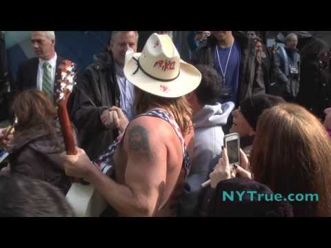 de Blasio Super Bowl 2-1-14 Naked Cowboy