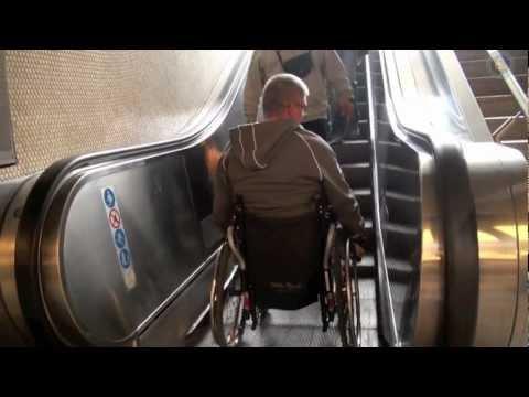 Amputiert Rollstuhl Treppe