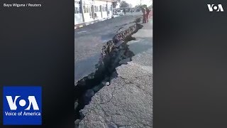 Large cracks seen on road after new earthquake strucks Lombok - VOAVIDEO