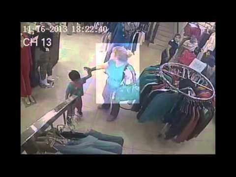 Mujeres robando bolso en tienda de ropa de Cd. Obregón, Sonora.