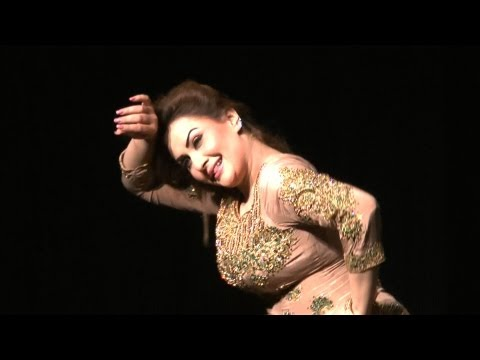 Nargis Hot Mujra Dance