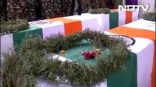 पुलवामा हमलाः शहीद जवानों का पार्थिव शरीर लाया गया वडगाम, दी गई श्रद्धांजलि - NDTVINDIA