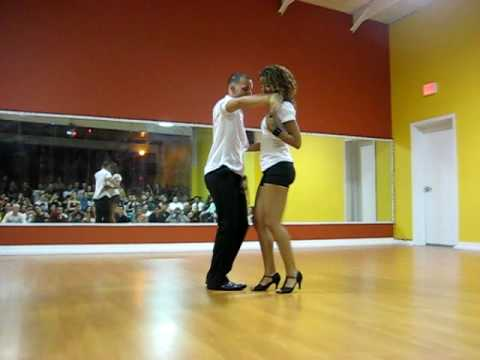 Tanja La Alemana and Jorge Ataca performing Bachata