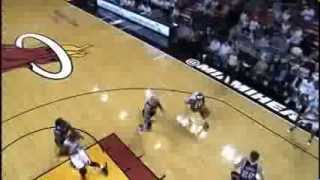 LeBron James 2 Handed Throwdown