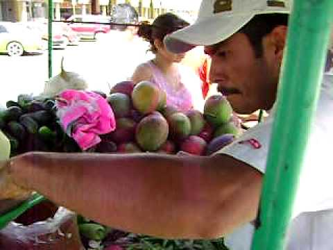 フルーツベース, en divisant un fruit, partiendo fruta en zapotiltic