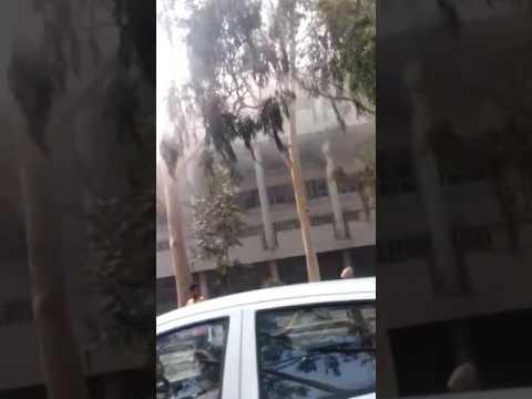 """<p id=""""ARTICLEHEAD"""" class=""""DNewsHeading"""">चंडीगढ़ के सैक्टर 17 बैंक स्क्वायर में लगी आग,दमकल विभाग की चार गाड़ियों द्वारा आग बुझाने की कोशिश जारी</p>"""