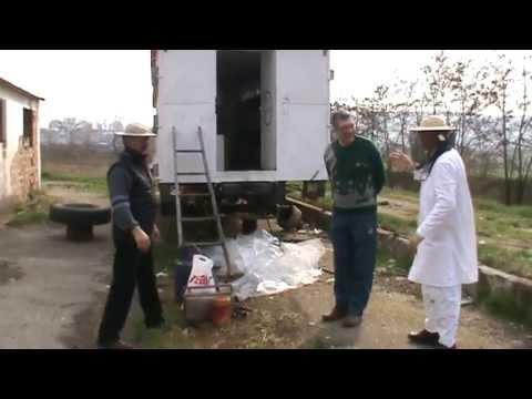 1/13 Lucrari de primavara la stupina cu doi apicultori incepatori Sfaturi practice de apicultura