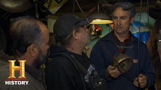 American Pickers: Mike Sees The Light (Season 18, Episode 2) | History - HISTORYCHANNEL