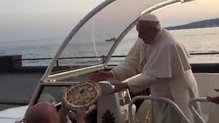 «البيتزا» هدية البابا فرانسيس في نابولي