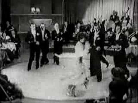 """Kultowa piosenka śpiewana przez Lodę Halamę na wielkim kieliszku szampana w filmie """"Kłamstwo Krystyny"""" (1939)"""