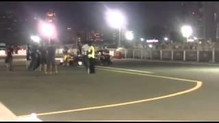 فيديو  إماراتي يعزف النشيد الوطني لبلاده بمحرك السيارة