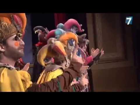 Sesión de Semifinales, la agrupación Los fantasmas del Carnaval actúa hoy en la modalidad de Comparsas.