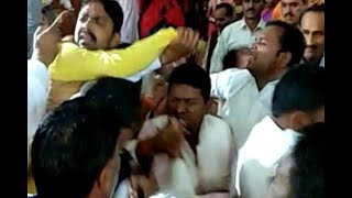 BJP and BSP councillors get into a scuffle during a meeting of Meerut Nagar Nigam - ABPNEWSTV