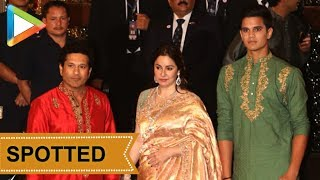 Sachin Tendulkar & his family grace Isha Ambani- Anand Piramal's Wedding - HUNGAMA