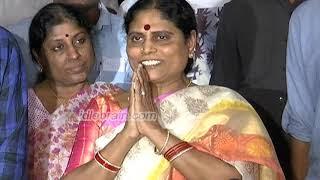 Y. S. Vijayamma watches Yatra - idlebrain.com - IDLEBRAINLIVE