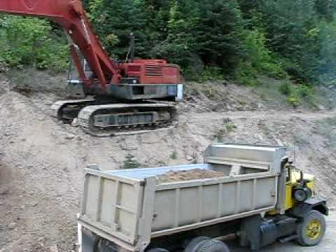 Poclain HC300 loading the Autocar pt2