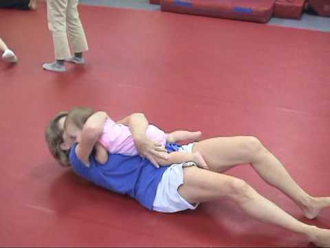 Ćwiczenia wykonywane przez dzieci w centrum The Little Gym