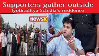 Supporters gather outside Loksabha member Jyotiraditya Scindia's residence - NEWSXLIVE