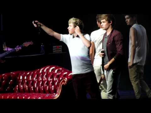 "Niall Horan Singing ""The A Team"" by Ed Sheeran (Twitter Question) Tampa 6.29.12"