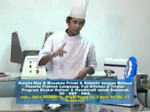 Praktek Membuat Kulit Martabak di Sekolah Masak - Tristar Culinary Institute