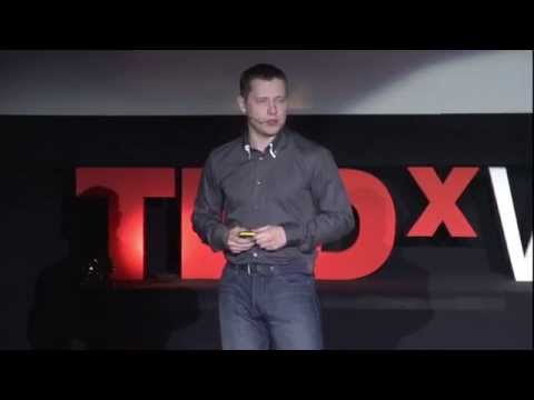 Michał Mikulski w czasie TEDxWarsaw.