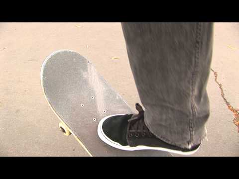 KICKFLIP SKATE SUPPORT BY AARON KYRO
