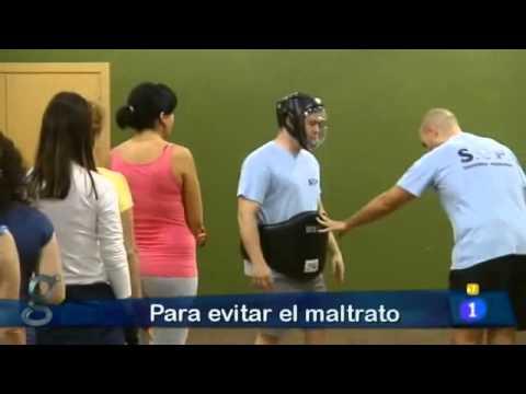 Reportaje de los cursos de autoprotección del SUP y secretaría Xeral de Igualdade en la TVE