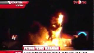 Video Patung Yesus Tertinggi di AS Disambar Petir Dan Terbakar Subhanallah patung vesus merupakan patung tertinggi di USA telah disambar petir dan terbakar.