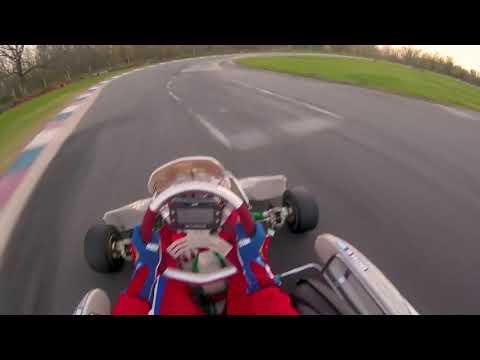 Subite al karting con Manu